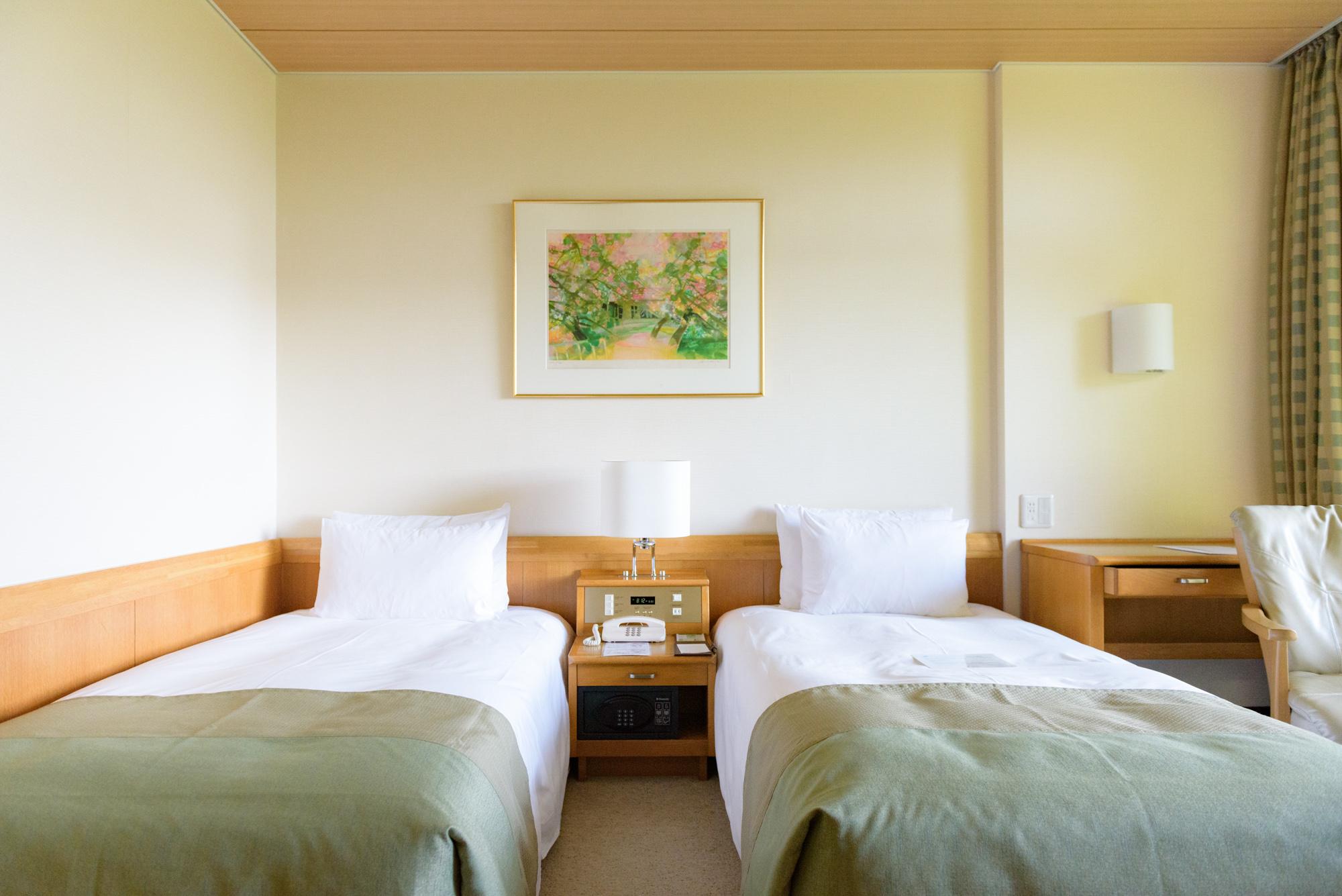 รีวิว Karuizawa Prince Hotel West ห้องพักกระท่อมไม้ใต้